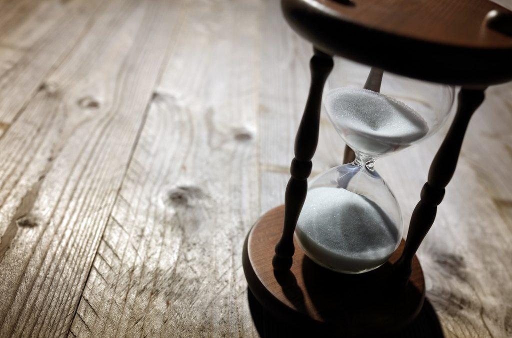 Pregare per avere pazienza guardando verso l'orologio?