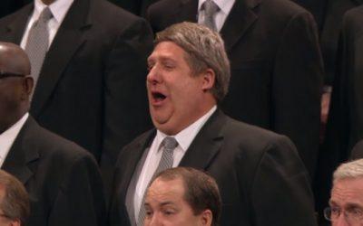 La storia potente dietro al cantante del coro del tabernacolo mormone